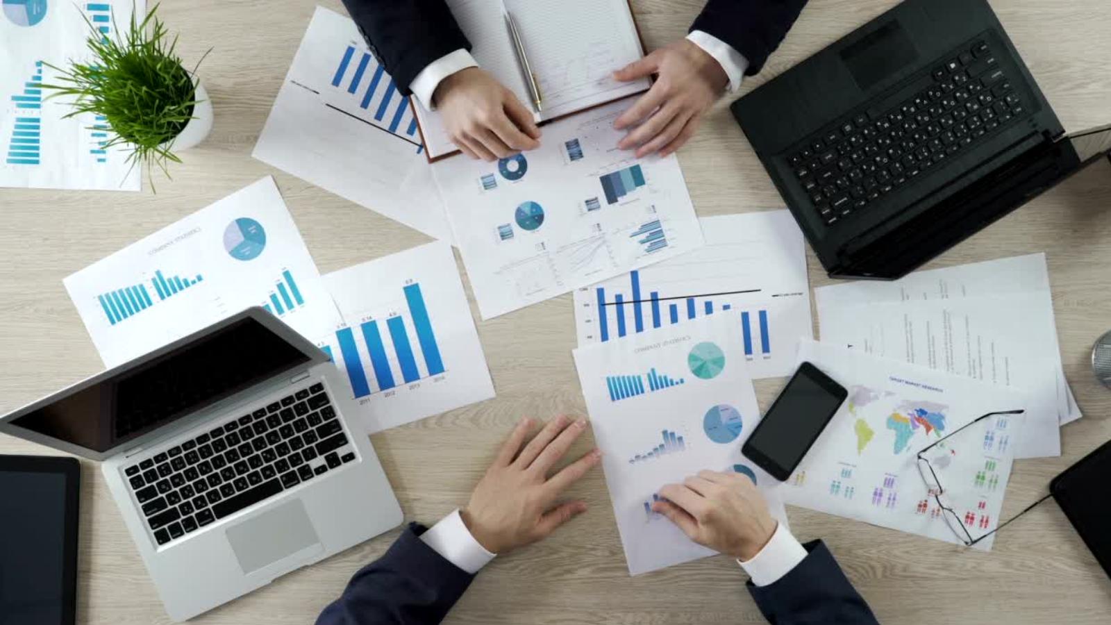 Cómo usar análisis proactivos para impulsar una mejor toma de decisiones